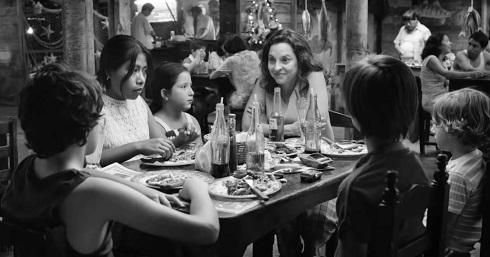 نقد فیلم رم,بررسی فیلم رم,roma,برنده جایزه گلدن گلوب