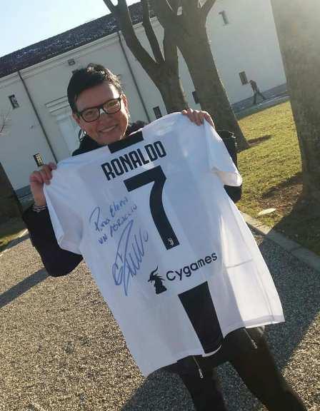هدیه رونالدو به النا دی مارتینو