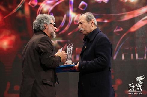 علی نصیریان برنده سیمرغ بلورین بهترین بازیگر مکمل مرد جشنواره فجر 97