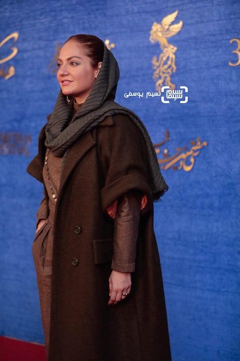 مهناز افشار در فرش قرمز فیلم «آشفتگی» سی و هفتمین جشنواره فجر
