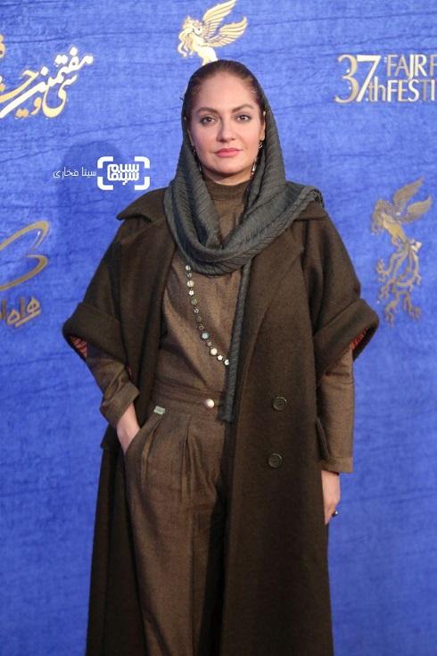مهناز افشار روی فرش قرمز فیلم «آشفته گی» جشنواره فجر 97