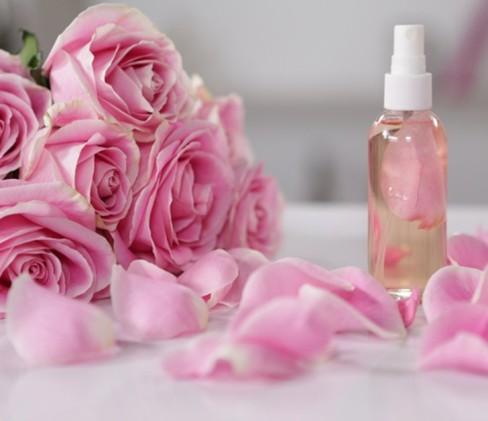خواص درمانی باورنکردنی گلاب برای چشم,گلاب,خواص گلاب برای چشم,خواص گلاب برای پوست