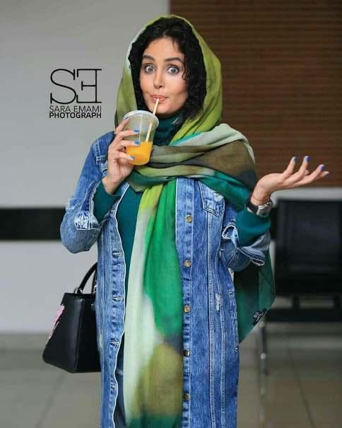 آبمیوه خوردن الناز شاکردوست در جشنواره فیلم فجر