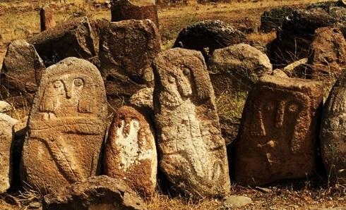 گورستان اردبیلی,قبرستان تاریخی اردبیل,گورستان شهر یئری,عجیب ترین قبرستان,اماکن تاریخی اردبیل
