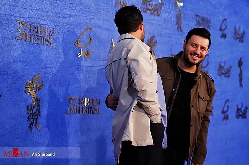 شوخی حامد بهداد و جواد عزتی روی فرش قرمز جشنواره فجر97