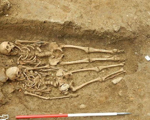 زوجی که ۷۰۰ سال دست در دست هم دارند