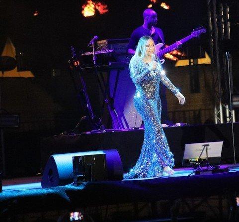 لباس پوشیده ماریا کری در کنسرت عربستان