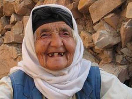 پیرزنان روستای میلک که کوچهها در این روستا به نام همین زنان است