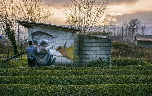 نقاشی دیواری چهره اهالی روستا روی دیوارها