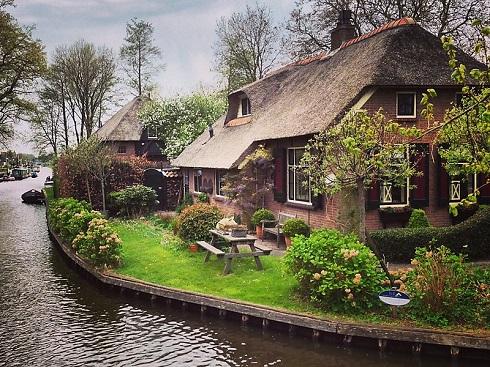 دهکده خیتهورن معروف به «ونیز هلند»