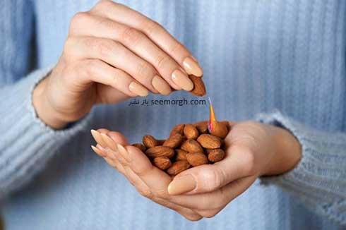 خوردن بادام