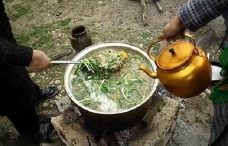 پختن آش در روستاهای مازندران در شب چهار شنبه سوری