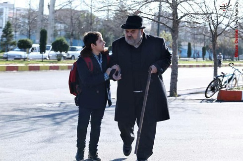 اکبر عبدی در مجموعه تلویزیونی شش قهرمان و نصفی