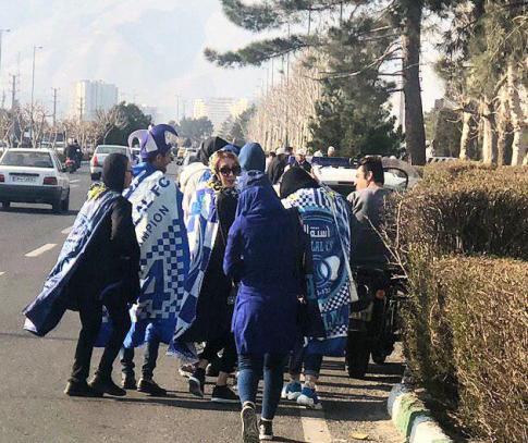 هواداران زن استقلالی در اطراف ورزشگاه