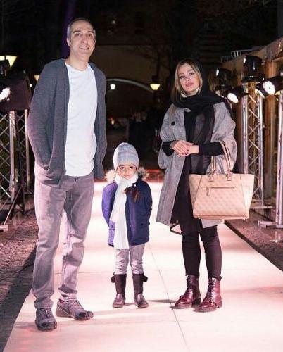 عکس امیرمهدی ژوله و همسر و دخترش