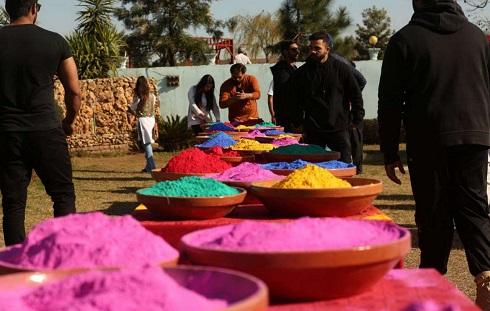 جشن رنگ بازی هیجان انگیز در پاکستان