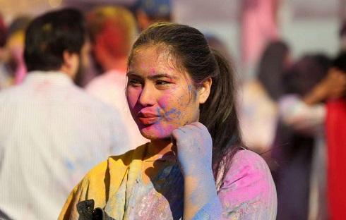 جشن هولی هندیها