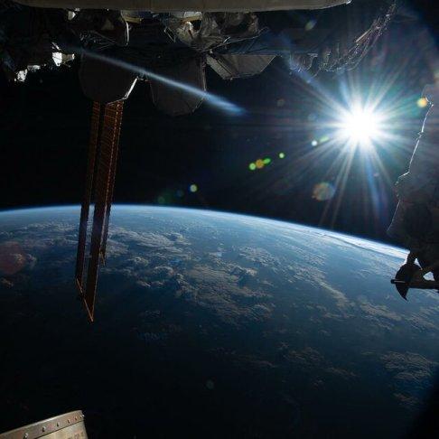 طلوع خورشيد از ايستگاه فضايي