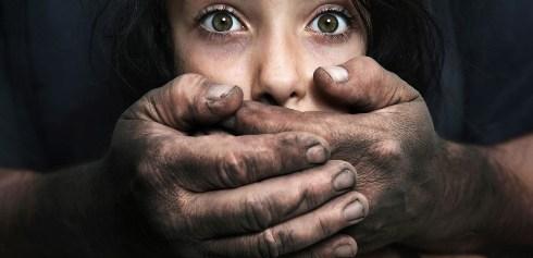 آزار جنسی,آزار جنسی در کودک,نشانه های آزار جنسی,نشانه های آزار جنسی در کودک