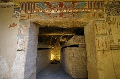 دو تابوت سنگی کشف شده در مقبره مصر