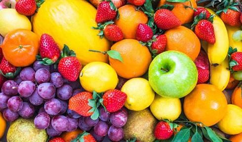 ناشتا میوه خوردن