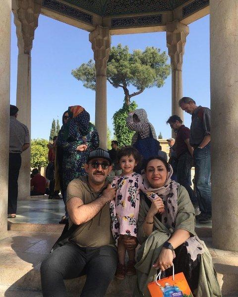 هدايت هاشمي در کنار همسر و فرزندش