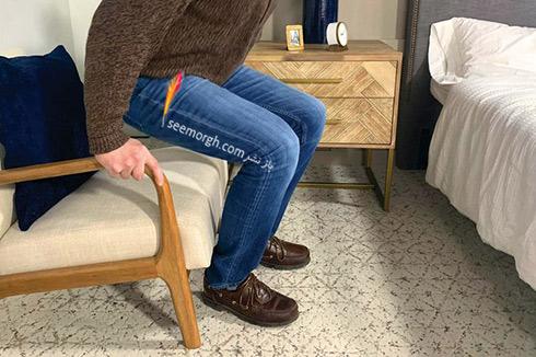 نشستن روی صندلی