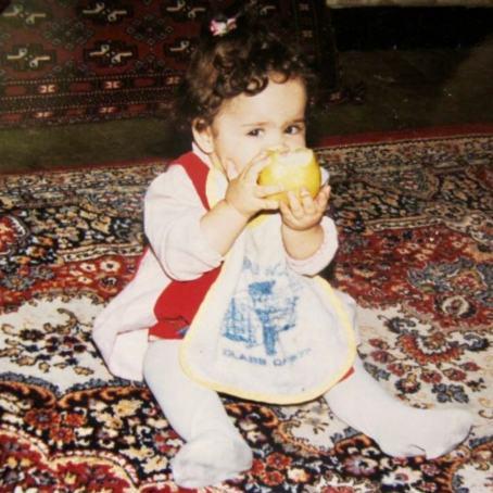 ملیکا شریفی نیا در کودکی