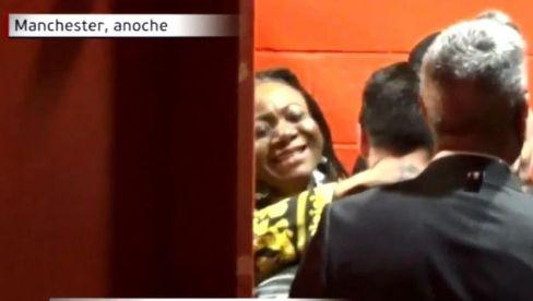 عکس منتشر شده از لحظه در آغوش کشيده شدن مسي توسط مادر لوکاکو