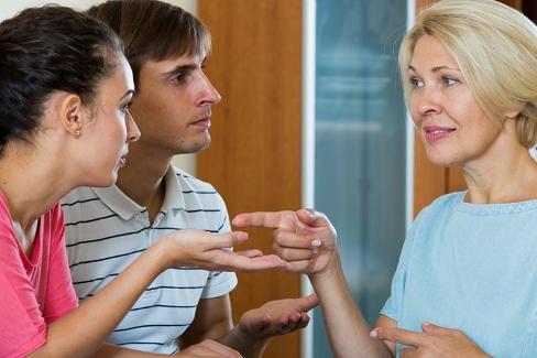مادر شوهر,رفتار با مادر شوهر,صمیمیت با مادر شوهر,روش های صمیمیت با مادر شوهر