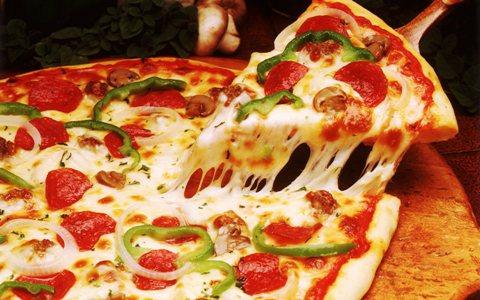 کالری اضافی خوردن دو برش پیتزا
