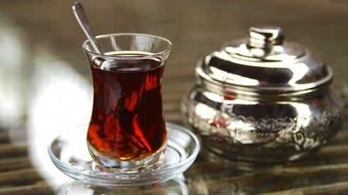 یک استکان چای کمر باریک