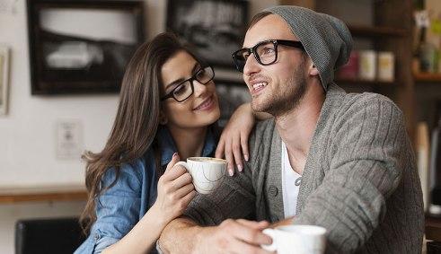 جذب کردن مردان,کارهای زنانه برای جذب کردن مردان,رفتارهای زنانه ای که مردان را جذب می کند