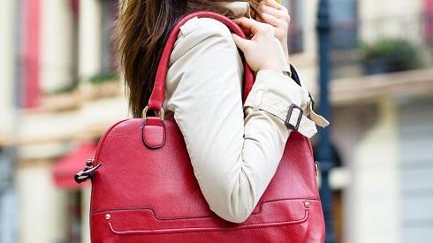 bag-causing-back-pain-1440x810.jpg