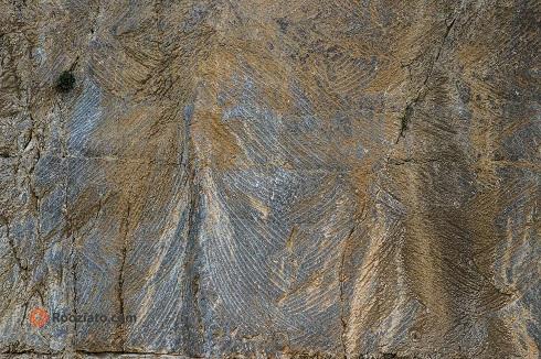 زخمههای تیشه فرهاد بر دل کوه بیستون