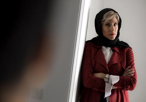 ویشکا آسایش در نقش مروارید همسر بهمن سریال نهنگ آبی