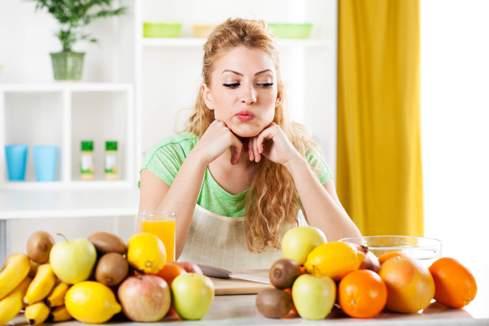 قبل از غذا میوه بخوریم یا بعد از غذا,میوه خوردن,زمان صحصح میوه خوردن