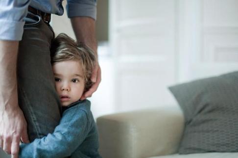 ترس کودک,از بین بردن ترس کودک,چگونه ترس کودکمان از غریبه ها را از بین ببریم؟
