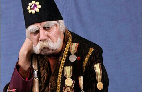 جواد عزتی در نقش بابا اتی قهوه تلخ