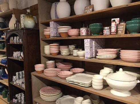 نمونه ظروف آشپزخانهای که در منزل فرانسویها استفاده میشود