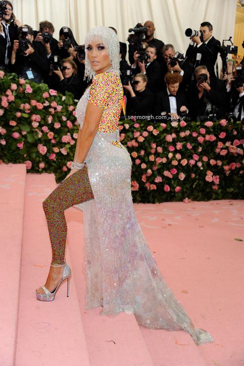 Jennifer-Lopez-in-Versace-and-Judith-Leiber-bag-metgala2019.jpg