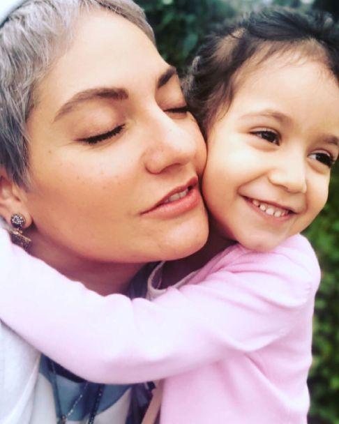 مهناز افشار در کنار دخترش
