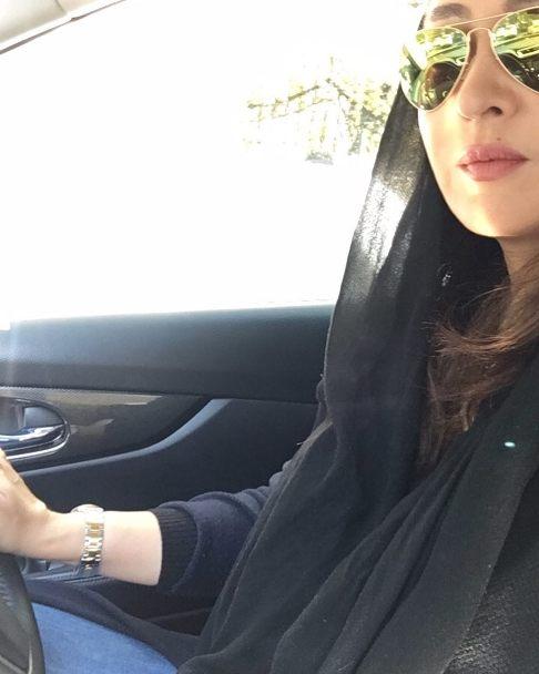 نیکی کریمی در اتومبیل شخصی اش