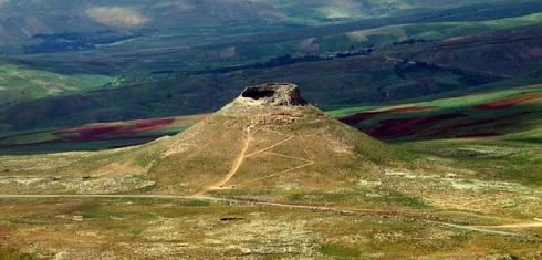 نمایی از کوه زندان سلیمان در آذربایجان غربی