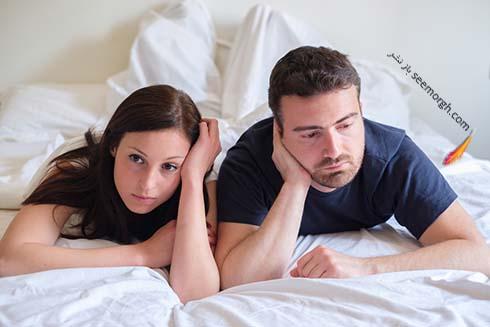زوج ناراحت در اتاق خواب