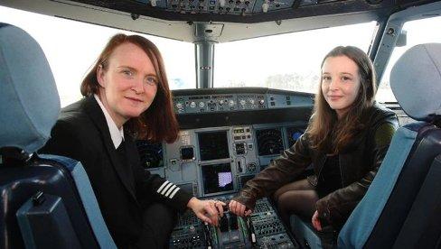 الی کارتر جوان ترین خلبان زن