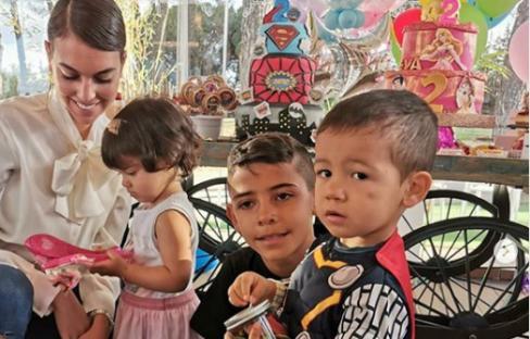 جشن تولد دوقلو های رونالدو