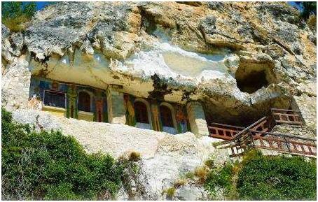 صومعه الادژا وارنا,زیبایی های بلغارستان,جاهای دیدنی بلغارستان