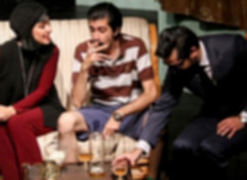 سرو مشروبات الکلی در یک اثر نمایشی