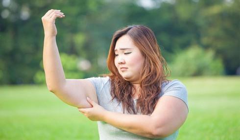 نحوه اجرا تمرین ماهیچه سه سر برای لاغری بازو